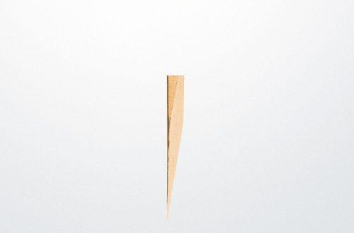 Estaca de madera de punta sesgada